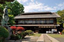 渋沢栄一翁の生誕地に建つ、旧渋沢邸「中の家(なかんち)」。無料で見学することができる
