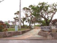 越来城跡:のちに琉球王となる尚泰久と尚宣威が王子時代に居城にしていたとされるグスク跡地