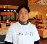 「この辺りに住む人にとって、ちくわといえばとうふちくわを指すほど、食卓における役割は大きいと自負しています」と語る千村大輔専務