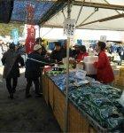 12月の風物詩、新鮮な魚介類などを販売する牛深あかね市