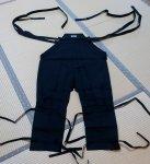 昔のままの仕立て法でつくられた忍者衣装の下衣(伊賀袴)