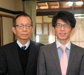 四代目・片岡健太郎さん(左)と五代目・基浩さん。「まずは着物業のことを学んでから、自分なりのものを打ち出したいです」(基浩さん)