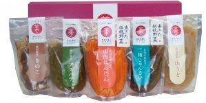 直接農家から仕入れてつくられる「あきた美人ピクルス」は着色料、保存料一切不要。秋田空港や県内を中心に販路を拡大中