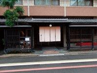 京都市内の中心で190年営業を続ける老舗旅館綿善。新型コロナの影響を強く受けているが、「今のメンバーは多少のことがあっても動じない」と若おかみ