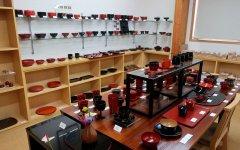 本社ショールーム内で、数多くの製品を展示している