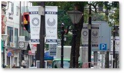 市内五つの商店街の協力の下、東京2020エンブレムとスポーツを応援するチーバくんのデザインの入ったバナーフラッグを掲出