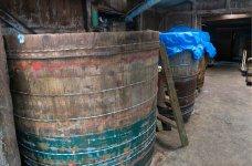 木造の製造工場は築70年ほど。建物に住み着いた家麹(こうじ)が玉那覇の味を守る