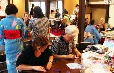 大盛況の「中町・日本文化体験デー」。松本城や宿泊先で情報を知り、訪れた人が多かったという。体験が商品購入の動機になるケースもみられた