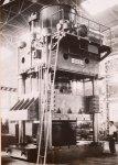 昭和15(1940)年に完成した2000t油圧プレス機は、大型油圧プレス機の国産第1号