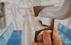 握った手が痛くならないよう、角を滑らかに削ってある