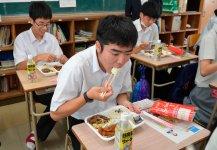 8月27日を皮切りに、お弁当は県内の全66校(公立、私立、支援学校など)に随時配布され、生徒たちのおなかと心を満たした