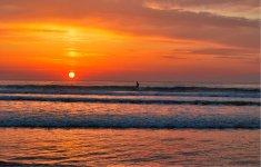 人口約6万人の日向市は「日本の渚100選」にも選ばれたお倉ヶ浜海岸をはじめ、日本有数のサーフスポットが充実