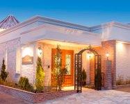 「メモリアルハウス城山」では永田屋が提案する1軒貸し切りの「ハウスエンディング®」ができる。邸宅型の家族葬式場だ