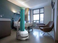 モバイルロボットがUVC(紫外線)光を自動で照射して、清掃員の安全確保や労働力の確保といった課題を解決