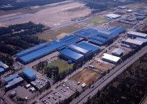 本社工場。第4工場まであるほか、営業所が全国各地に広がる