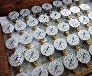 創業当初から基本原理が変わらず製造されている圧力計。この技術力を生かしてIoT、医療機器分野に進出した