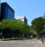 交通 JR仙台駅から徒歩5分 青葉通から七十七銀行本店を見る [写真提供]七十七銀行