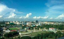 経済成長で急激に近代化されるヤンゴンの市街地