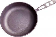 焼く、蒸す、炒める、炊く、揚げる、茹(ゆ)でる、煮るといったひと通りの調理が1枚でできる。直径20㎝、11000円(税込)