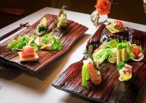 レストラン開店に先駆けて北陸3県対象のケータリングサービスもスタート。石川の食と伝統工芸品の魅力を同時に提案し、相乗効果を狙う