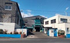 皮革製造機器設備を備えた本社工場は、丸皮を月2万枚なめす生産量を誇る