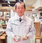 黒にんにくを製造販売する北田・大手町商店街振興組合顧問の本村正亘さん。つくり方を教えるまちゼミ講座は人気を集めている