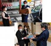 タクシー乗務員が飲食店で弁当を受け取り(上)、会員企業へ届ける(下)