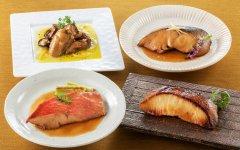 煮魚や焼き魚、カキのマリネなど、さまざまな料理をとりそろえている
