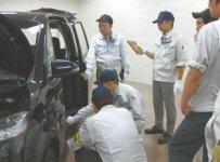 車両評価を実施するアドバイザー