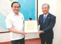 ホアン・チュン・ハイ副首相(左)と小林委員長