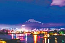 ⓒ富士工場夜景倶楽部 ふじのくに田子の浦みなと公園から望む迫力の工場夜景