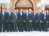 プラユット首相(左から4人目)を表敬訪問したミッション一行