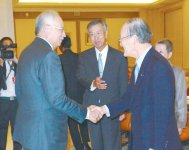 あいさつするナジブ首相(左)と三村会頭