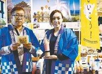 同所の徳久仁美さん(右)と大串製菓店の大串久昭さん