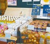 ジュースや卵製品が並ぶブース