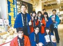 相生商工会議所の村尾直樹さん(右後ろ)と相産高校の生徒