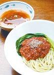 ホウレンソウを練り込んだ麺にこもろん味噌を添えた「こもろん和えつけ麺」