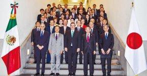 外務省を訪問したミッション参加者ら