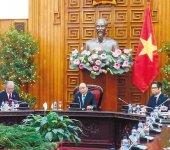 ベトナムのフック首相(中央)との懇談会