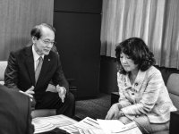 意見書を説明する石田専務(左)と片山大臣