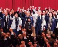 前列右から2人目から森会長、三村会頭、小池東京都知事