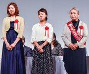 女性起業家大賞の受賞者(左から小山さん、藤井さん、露木さん)