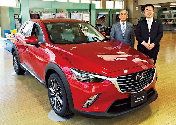 柳谷章二社長(左)と長男の彰成さん。「会社を良くしたい」という共通の目的が生まれ、意思疎通が円滑になったという