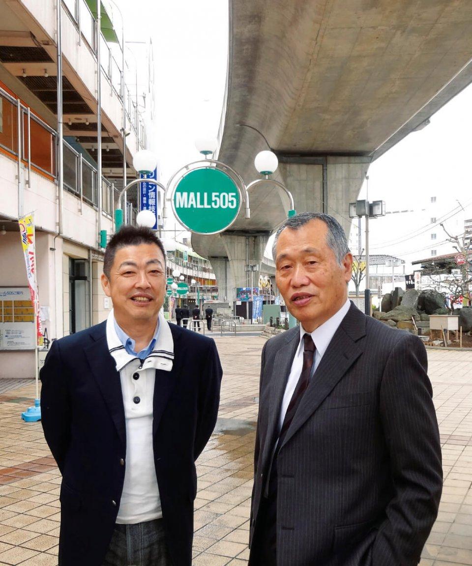 モール505事務局長の高野薫さん(右)と、商店会長でマイノリティ代表取締役の的場弘幸さん