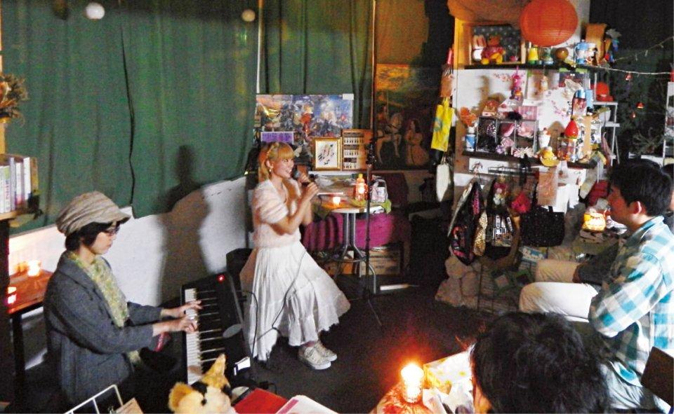 店内に一体感と温かい雰囲気が生まれた詩愛さんのライブ