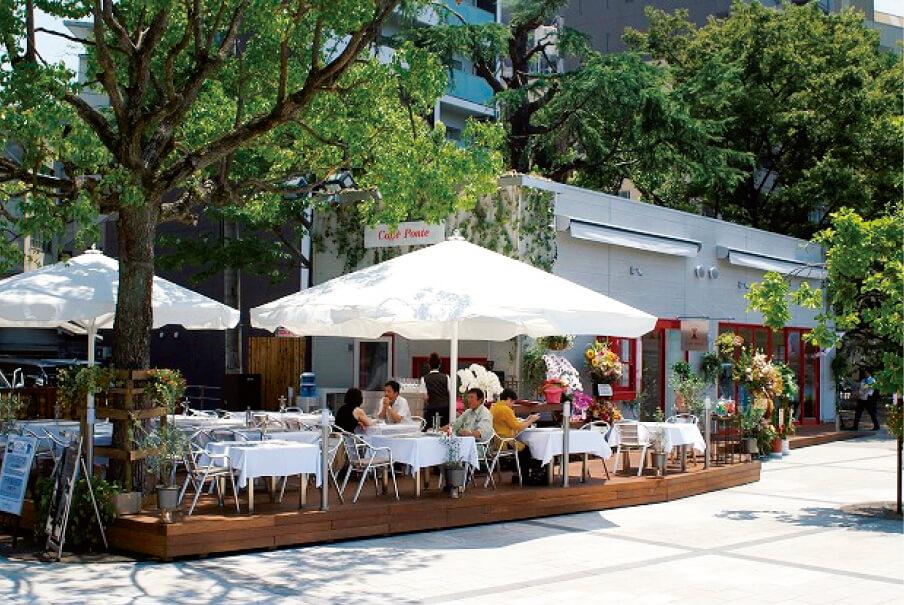 平和記念公園を訪れる観光客の利用も多い「カフェ・ポンテ」