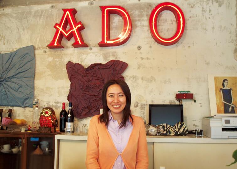 GALLERY ADOの店主で河原町文化開発研究所の所長でもある黒田さん。「この場所に引かれた直感を信じて今後も活動を続けます」と熱い思いを語る