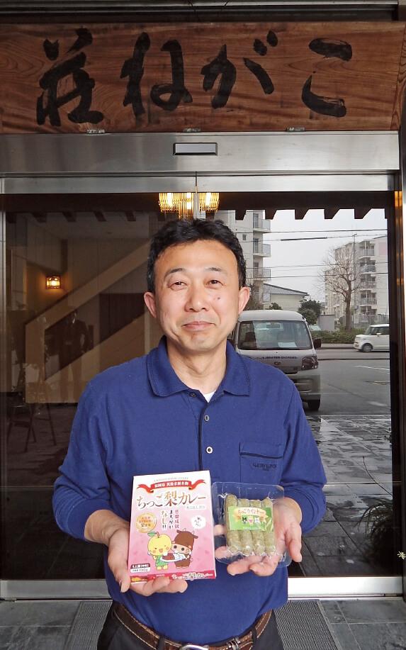 こがね荘の田中洋さんは筑後産の八女茶を使用した「ちっごウインナー」などを商品化。「食べて健康になってもらいたいです」