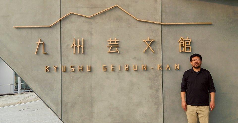 「芸術と文化を発信する新しいスポットとして交流の場を生み出していきたいですね」と話す九州芸文館の安西司さん。「日本を代表する建築家・隈研吾さんが手掛けたデザインも見どころです」
