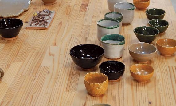 安西さんは陶芸家としても活躍し、芸文館で教室を開いている